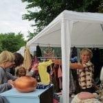Loppemarked i regn og sol
