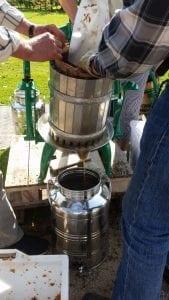 Der blev presset cideræbler til hjemmelavet cider