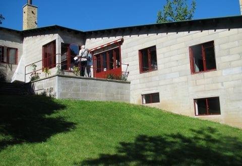 PH's hus set fra haven