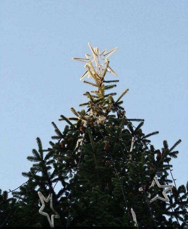Juletræet tændes