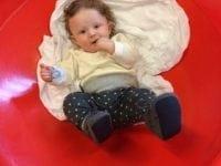 Har du lyst til at få idéer til, hvordan man kan stimulere barnets udvikling?