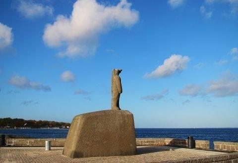 Knud Rasmussen monumentet Strandvejen Gentofte Foto: IDM