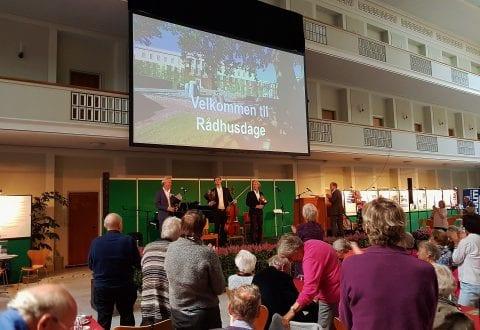 Rådhusdage-Henrik Krogsgaard, Andreas Brantelid og Gert Henning-Jensen modtager fortjente ovationer. Foto: IDM