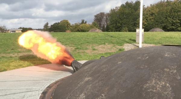Kanon affyring i anledning af 100års dagen for 1. Verdenskrigs afslutning.