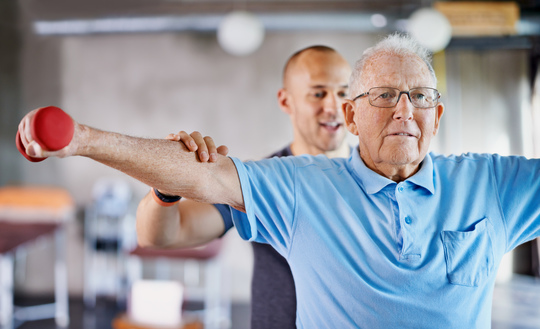 Ældre strømmer til fysioterapeut