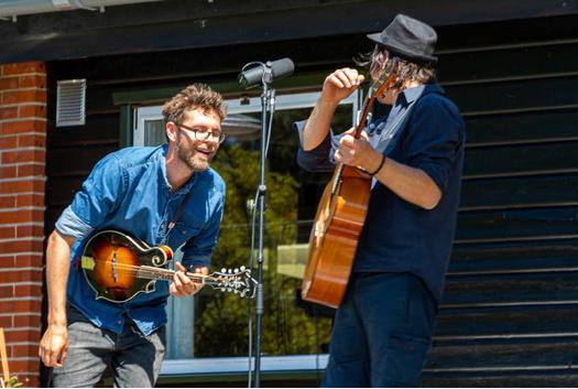3 koncerter på en dag- på handelsstrøgene i Gentofte med lokale musikere.
