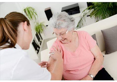 Dansk sundhedsteam vaccinerer imod pneumokokker